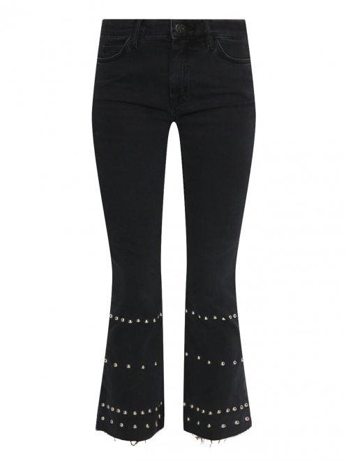 Укороченные джинсы с металлической фурнитурой - Общий вид