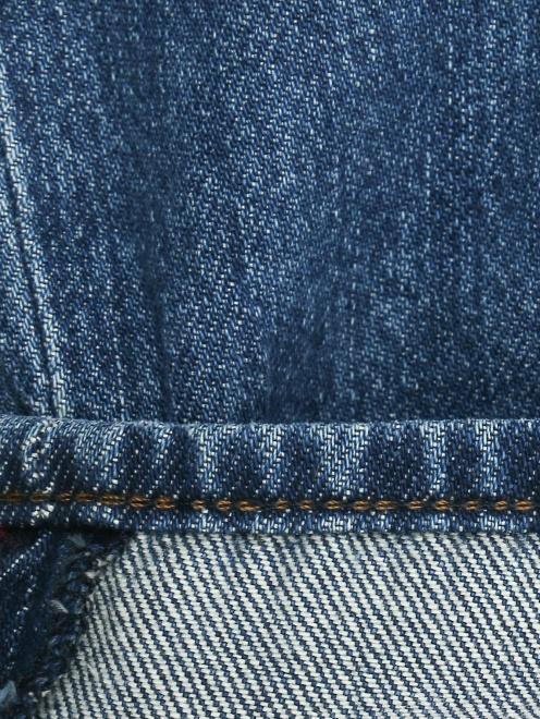 Укороченные джинсы с потертостями - Деталь2