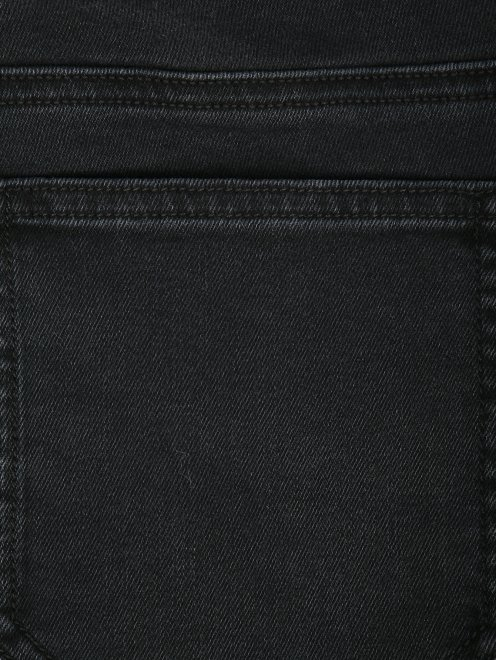 Укороченные джинсы с металлической фурнитурой - Деталь
