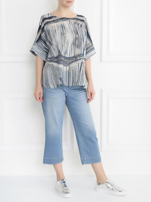 Укороченные джинсы прямого кроя - Общий вид
