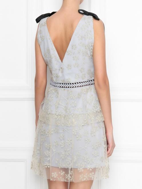 Платье-мини с узором и декоративными бантами - МодельВерхНиз1