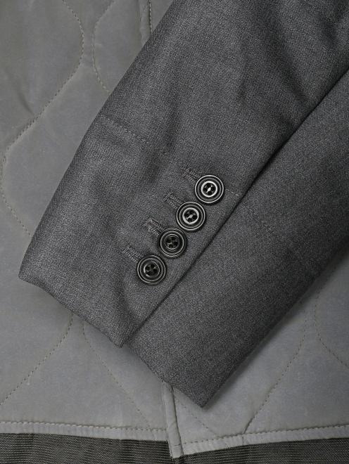 Утепленное пальто с контрастной вставкой  - Деталь1