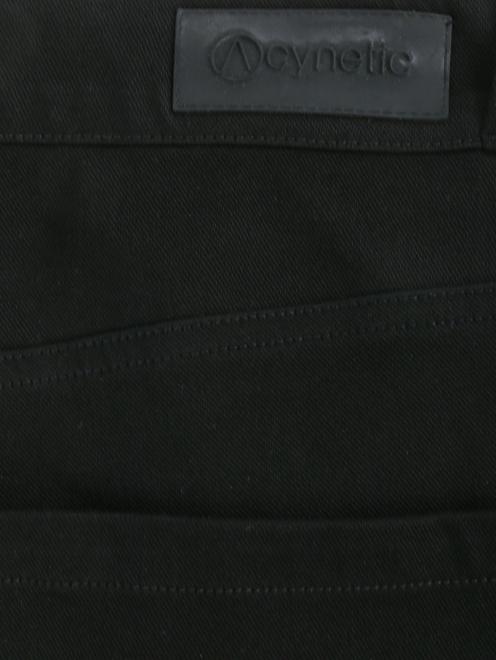 Брюки расклешенного кроя с карманами - Деталь