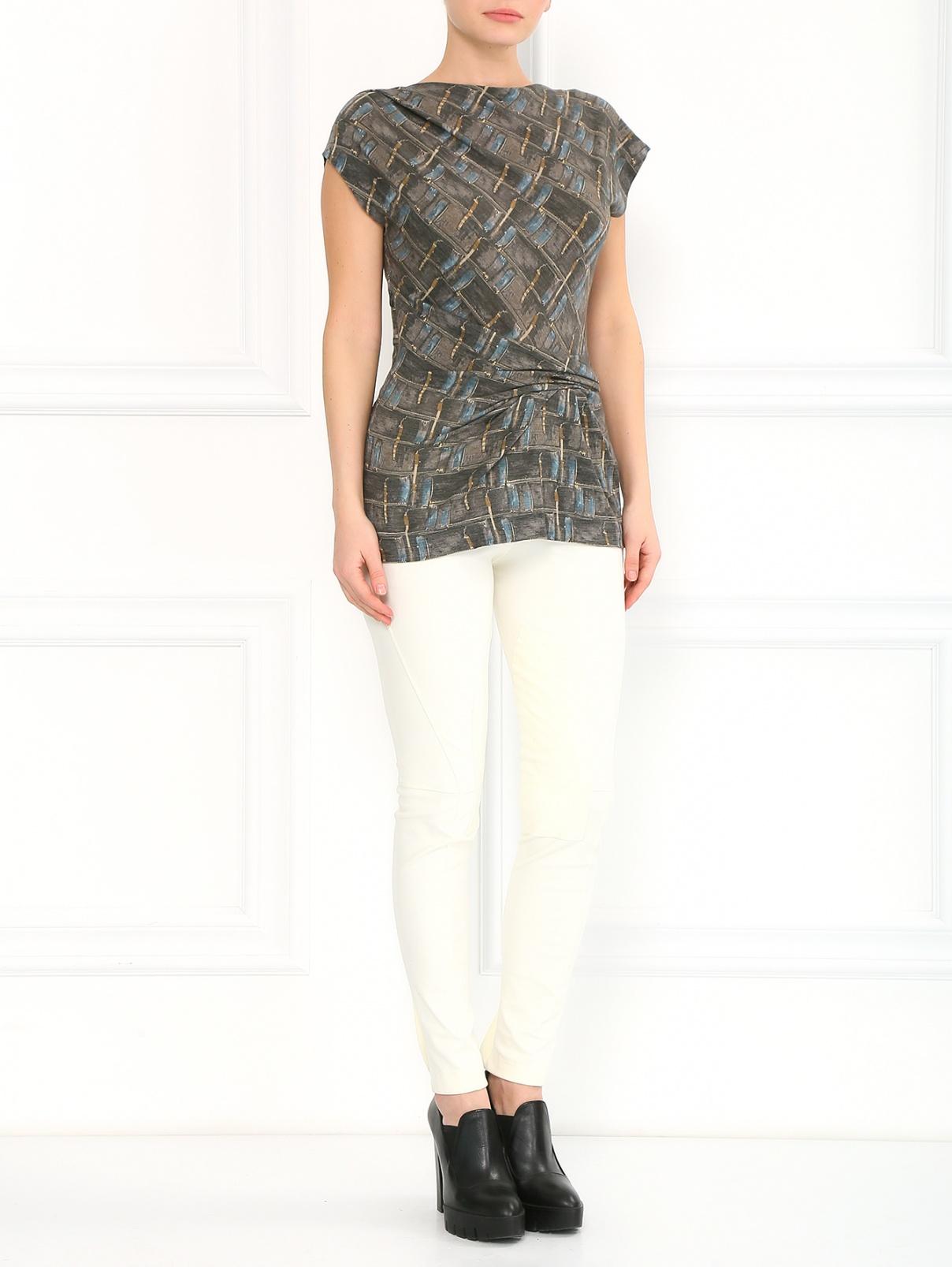 Трикотажные узкие брюки с рельефными швами Moschino  –  Модель Общий вид